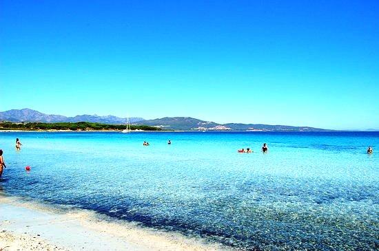 spiaggia-a-porto-ainu